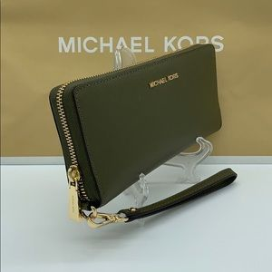 MICHAEL KORS JET SET TRAVEL LG TRVL CONTINENTAL